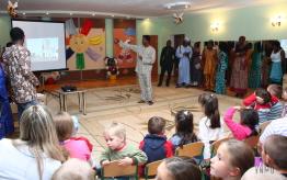 Посещение иностранными студентами ВНМУ им. М. И. Пирогова детского дома. — ВНМУ